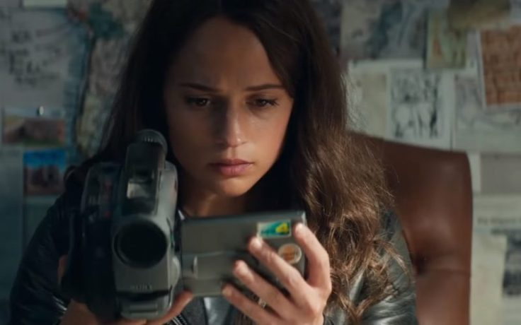 Sony-Video-Camera-Used-by-Alicia-Vikander-Lara-Croft-in-Tomb-Raider-1-800x500